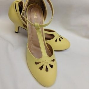 yellow t strap pin up pumps in box new